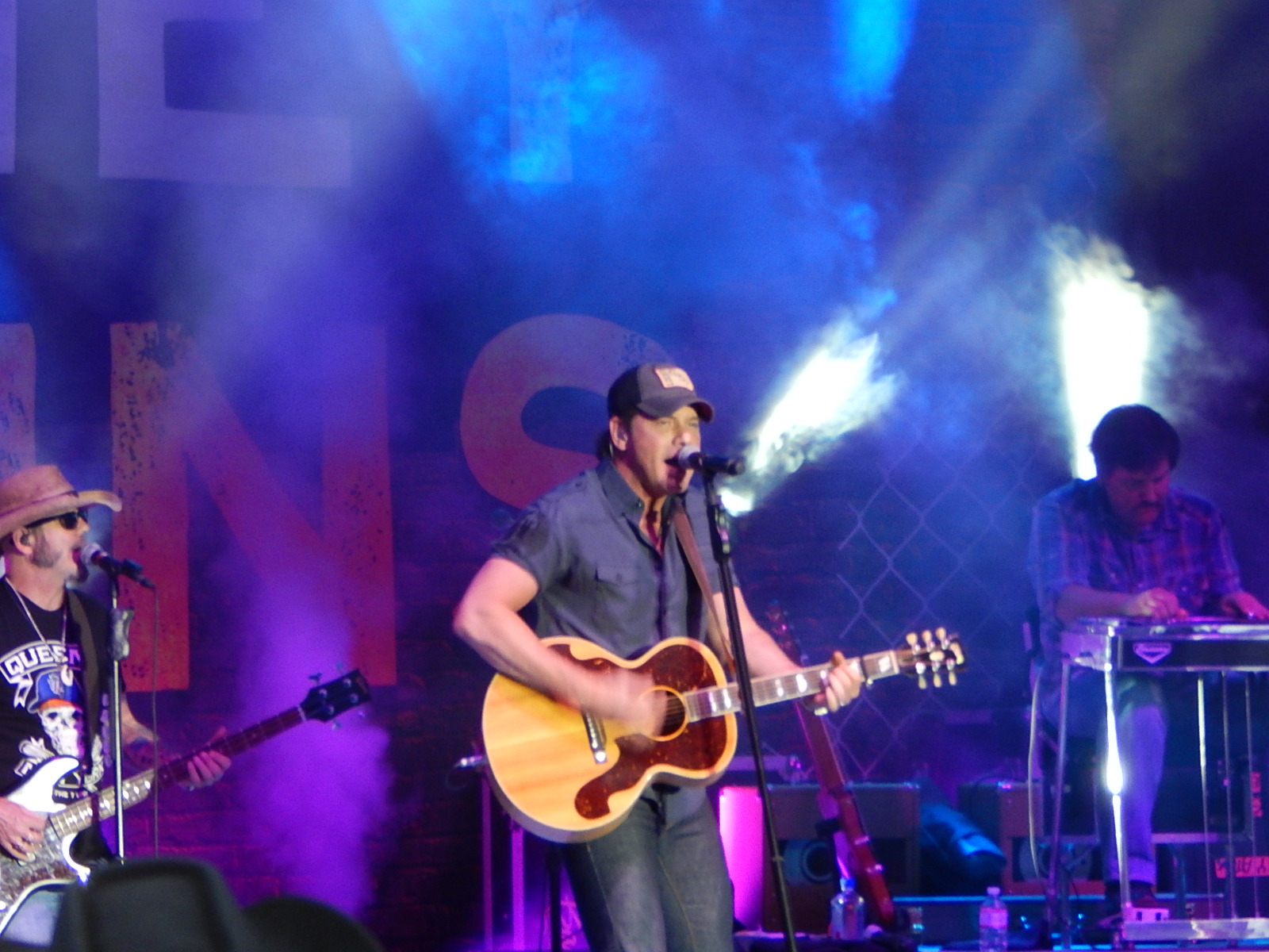 country singer Rodney atkins sings country music  with confidence